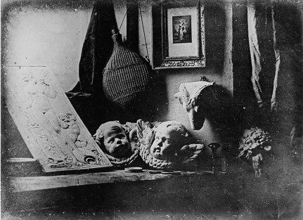 1600px-Daguerreotype_Daguerre_Atelier_1837